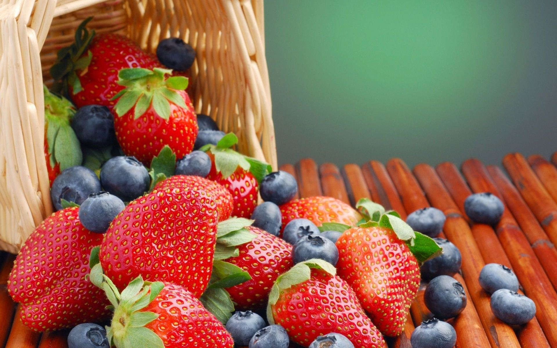 Berry Wallpaper Posted By Michelle Sellers