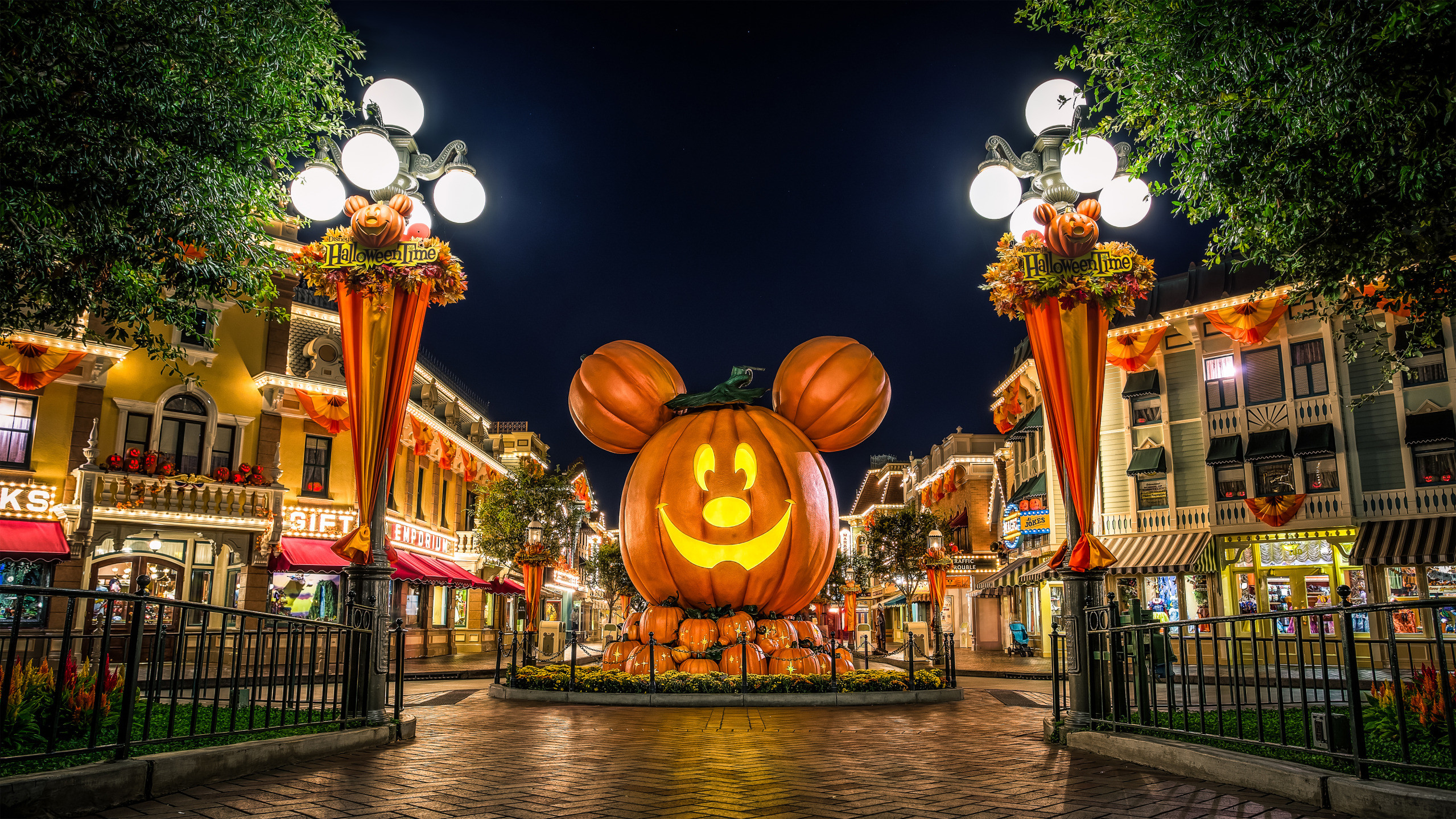 Disney Halloween Desktop Wallpaper Posted By Ryan Sellers