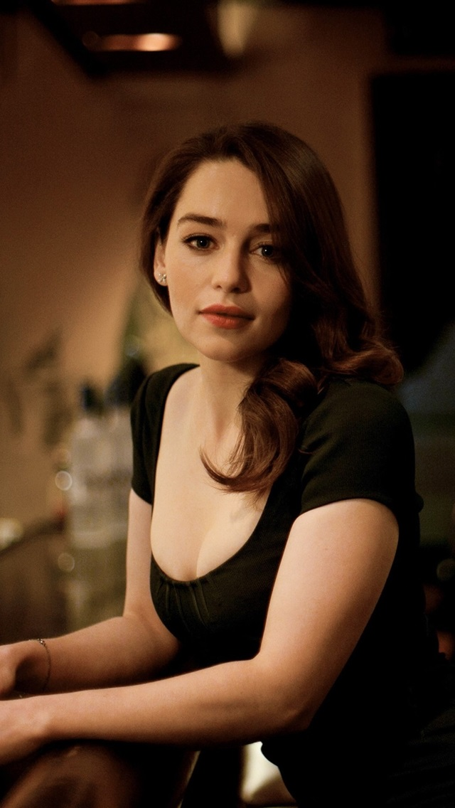 Emilia Clarke Hd Wallpapers Posted By Ryan Anderson