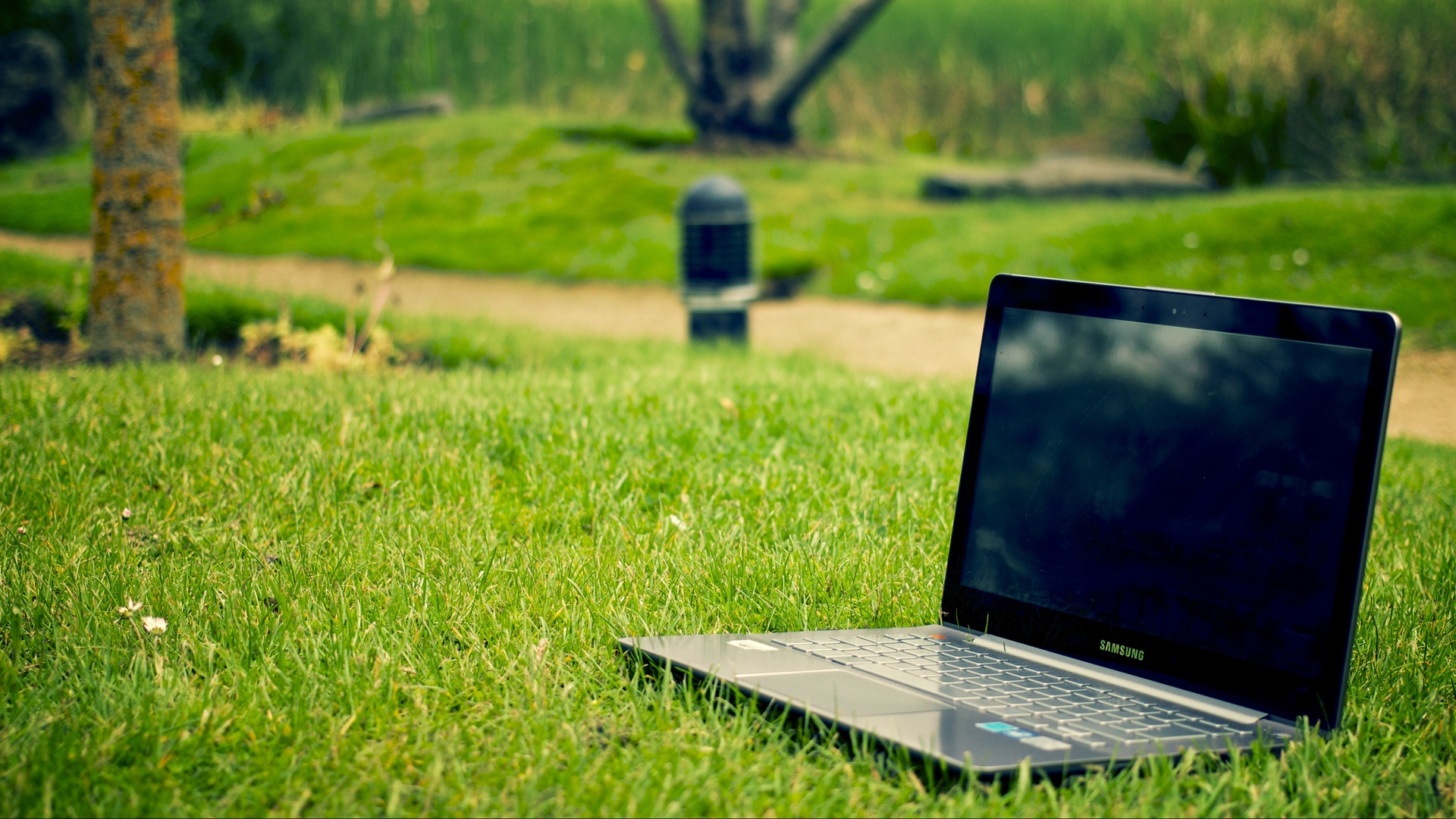 Free Wallpaper For Laptop Posted By Sarah Simpson