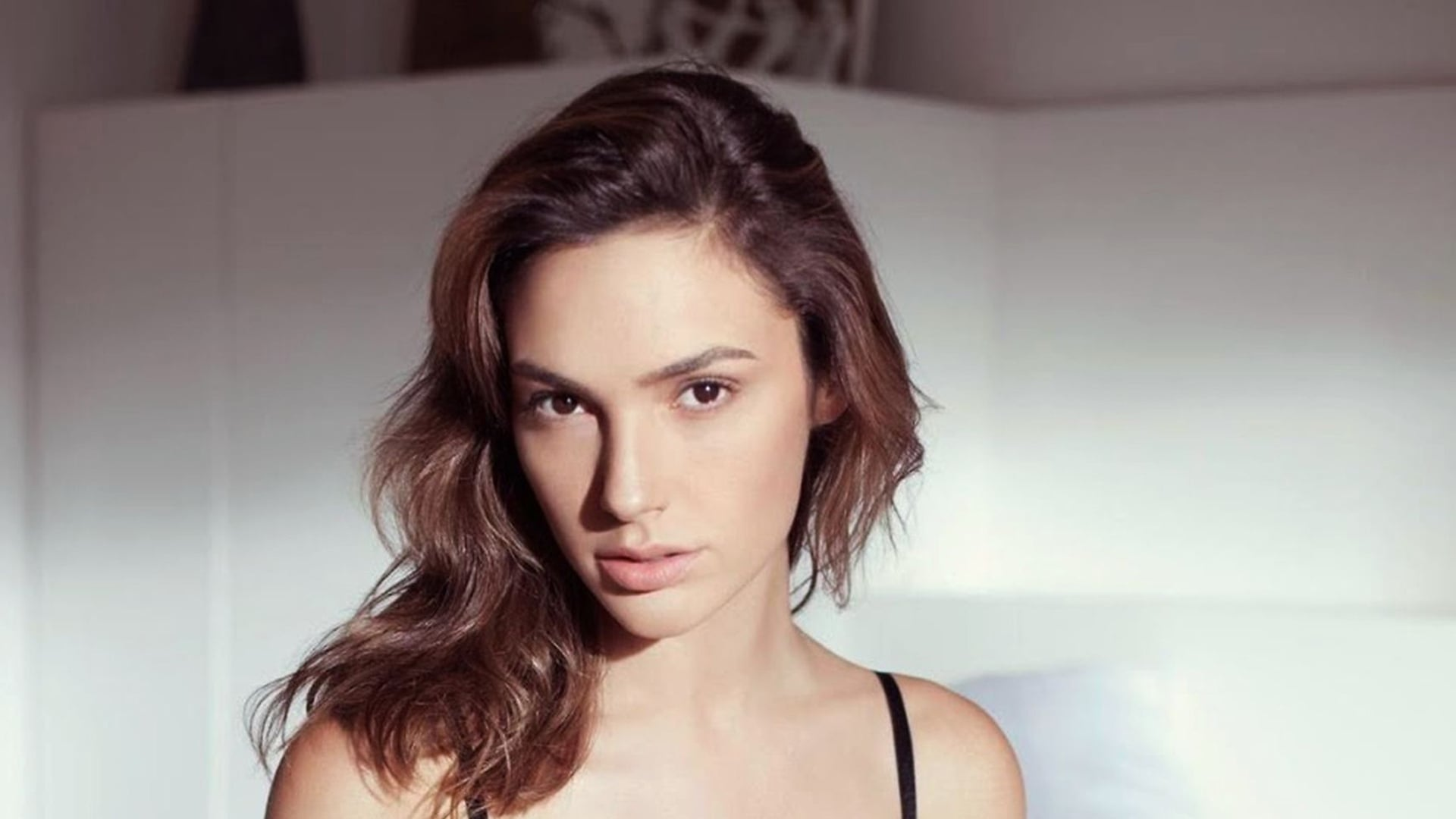 Gal Gadot Wallpaper Hd Posted By Christopher Cunningham