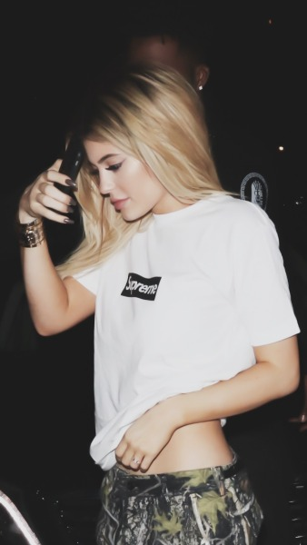 Kylie Jenner Wallpaper Iphone Posted By Michelle Mercado