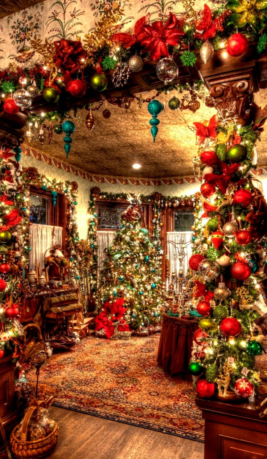 Old Fashioned Christmas Backgrounds posted by Sarah Simpson