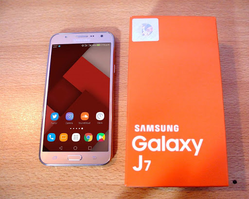 Samsung Galaxy J7 Pro Wallpapers Posted By John Tremblay