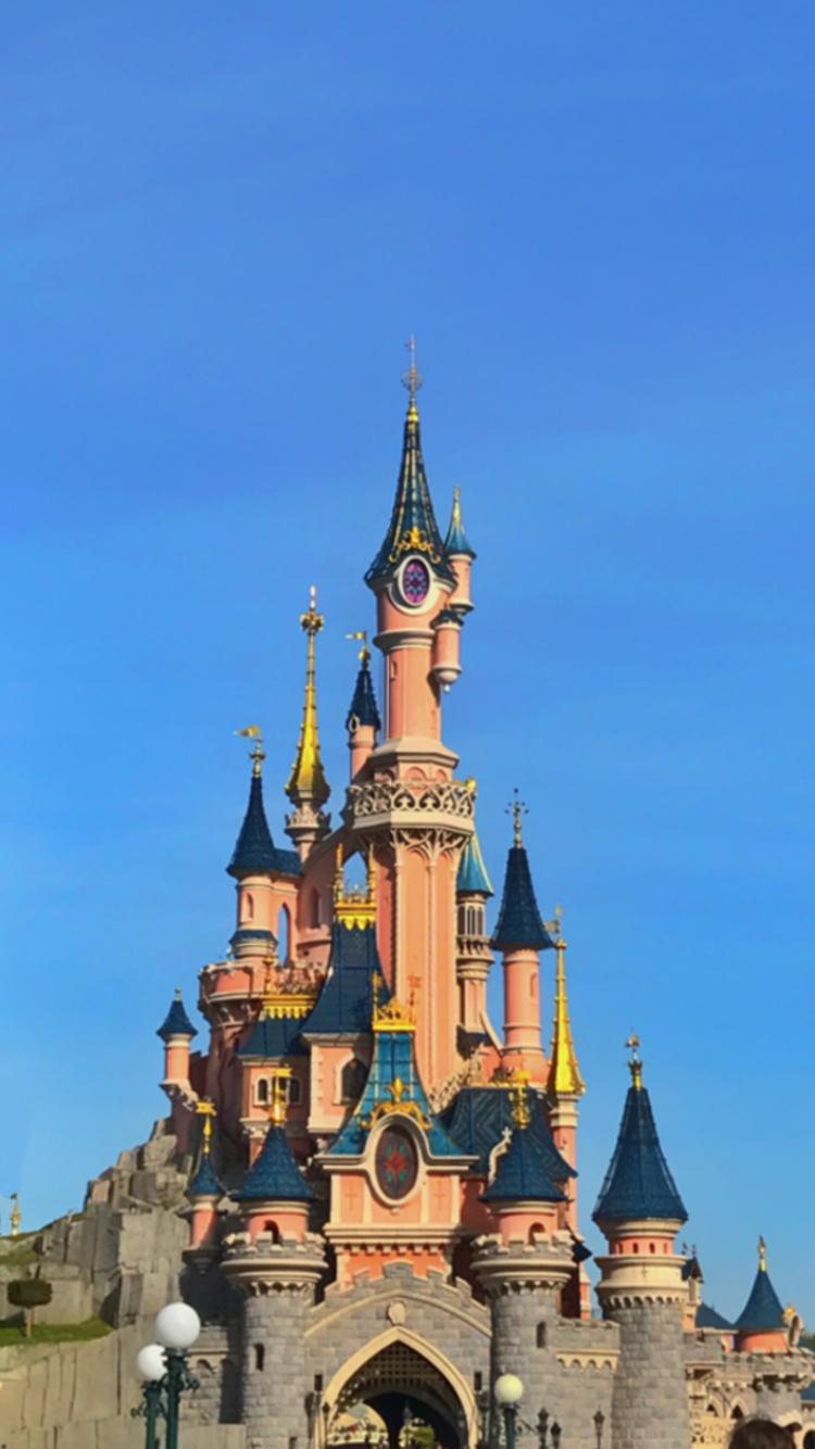 25+ Castle Disneyland Paris Wallpapers on WallpaperSafari